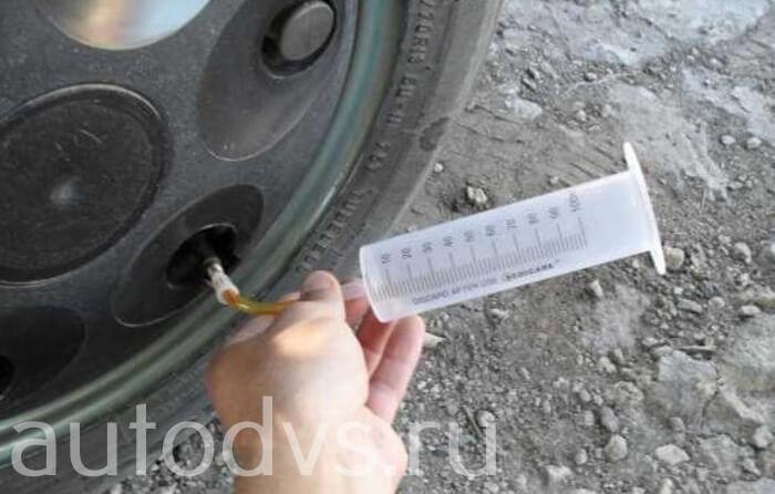Как залить воду в камеру колеса