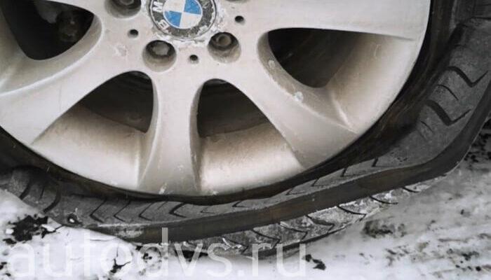 Лопнула шина колеса на машине