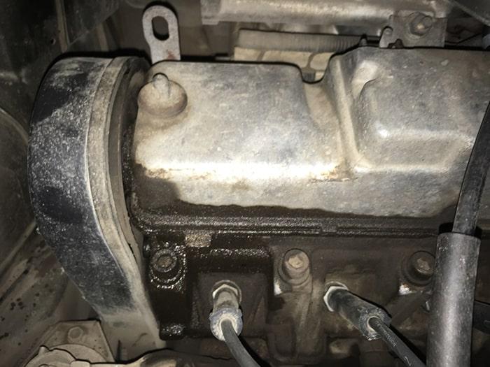 Потеки масла из-под болта на двигателе