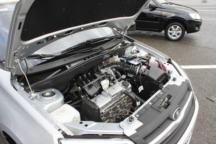 Двигатель Лада Гранта под капотом