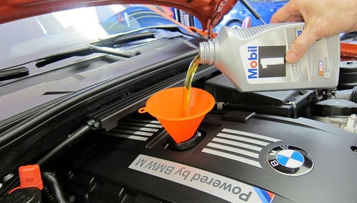 Как долить масло в двигатель